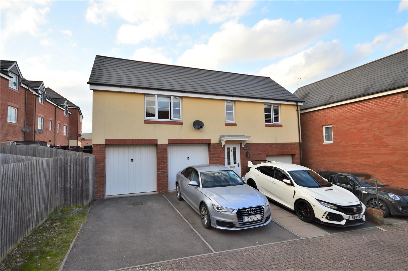 2 bed coach house for sale, HR2