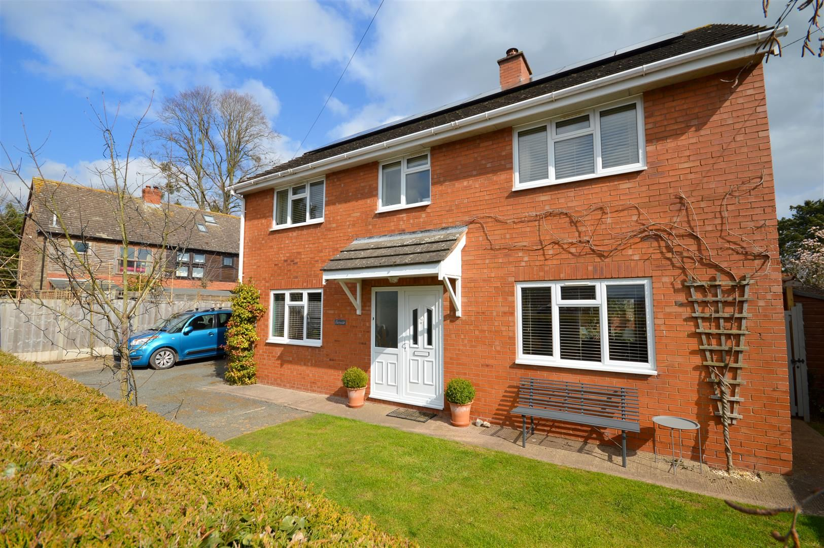 3 bed detached for sale in Eaton Bishop, HR2