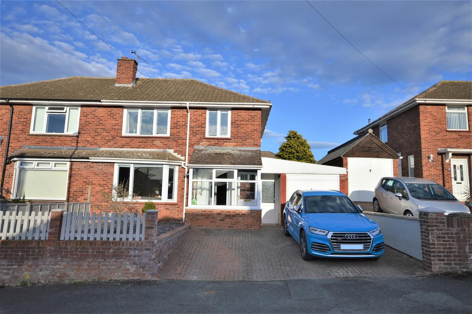 3 bed semi-detached for sale, HR1