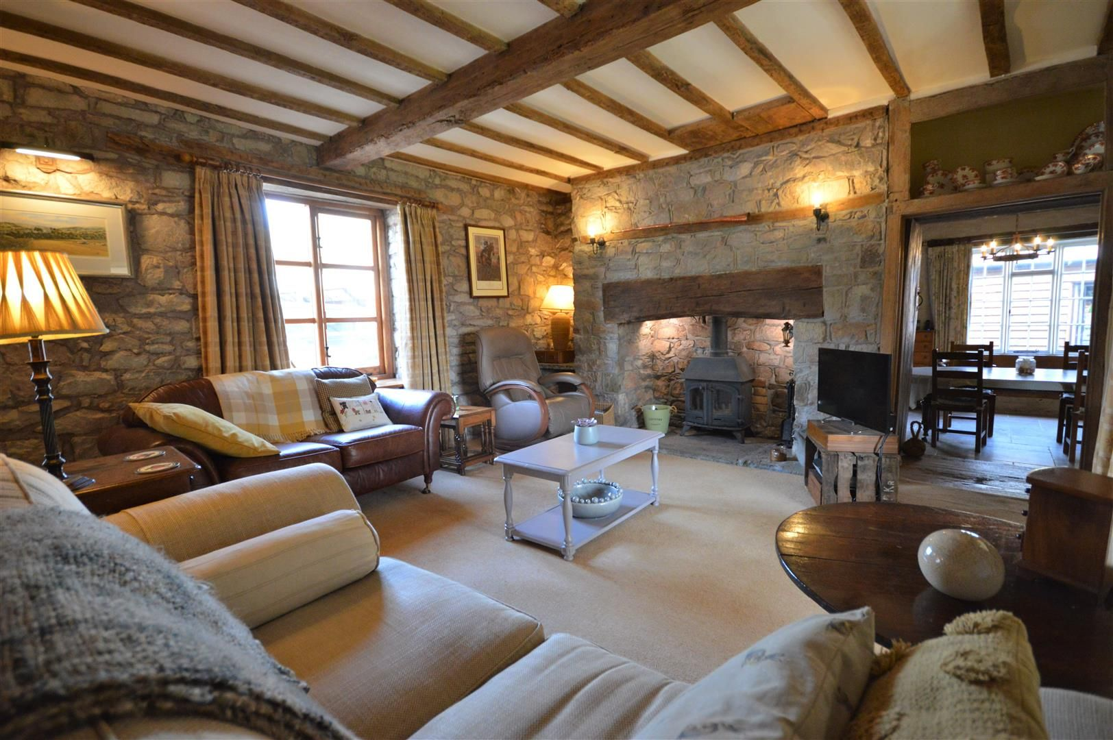 4 bed country house for sale in Lyonshall 2