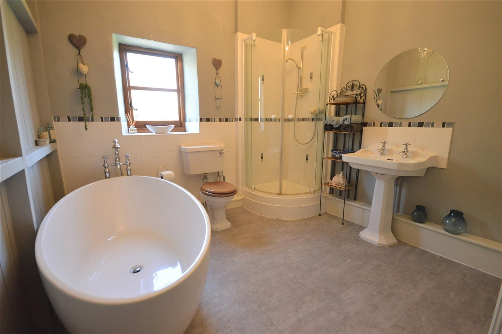 4 bed country house for sale in Lyonshall 15