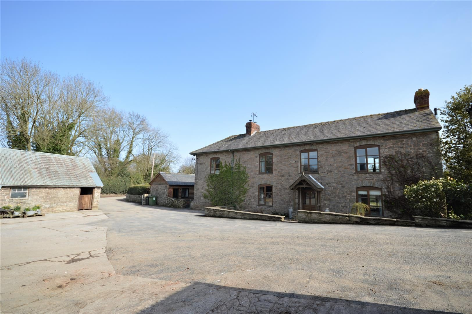 4 bed country house for sale in Lyonshall 25