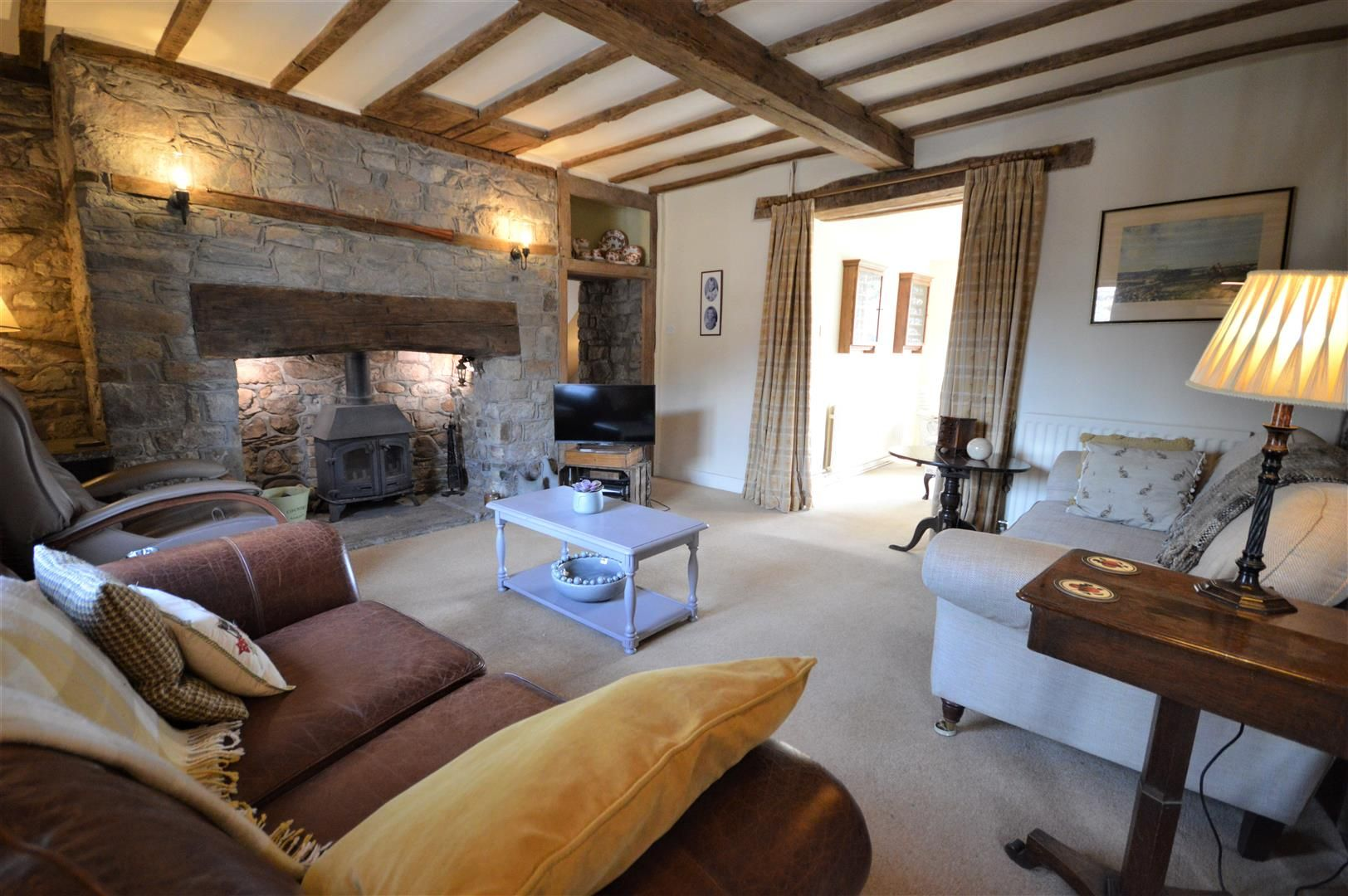 4 bed country house for sale in Lyonshall 4