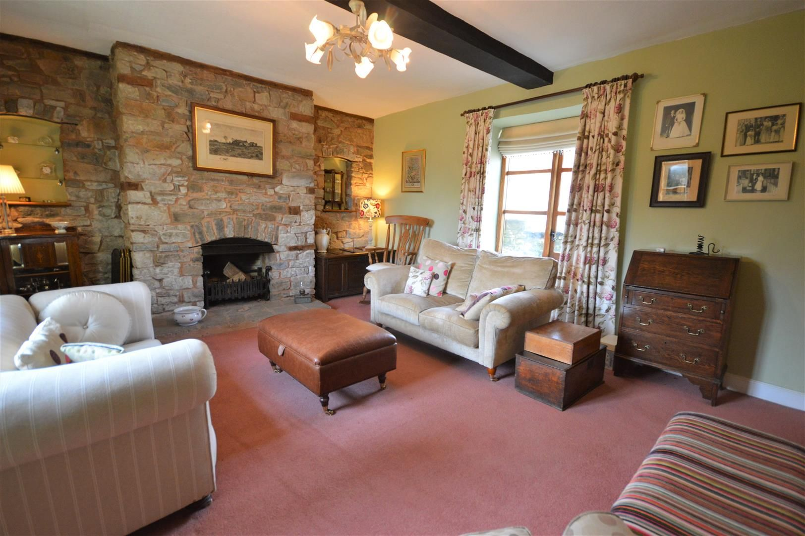 4 bed country house for sale in Lyonshall 6