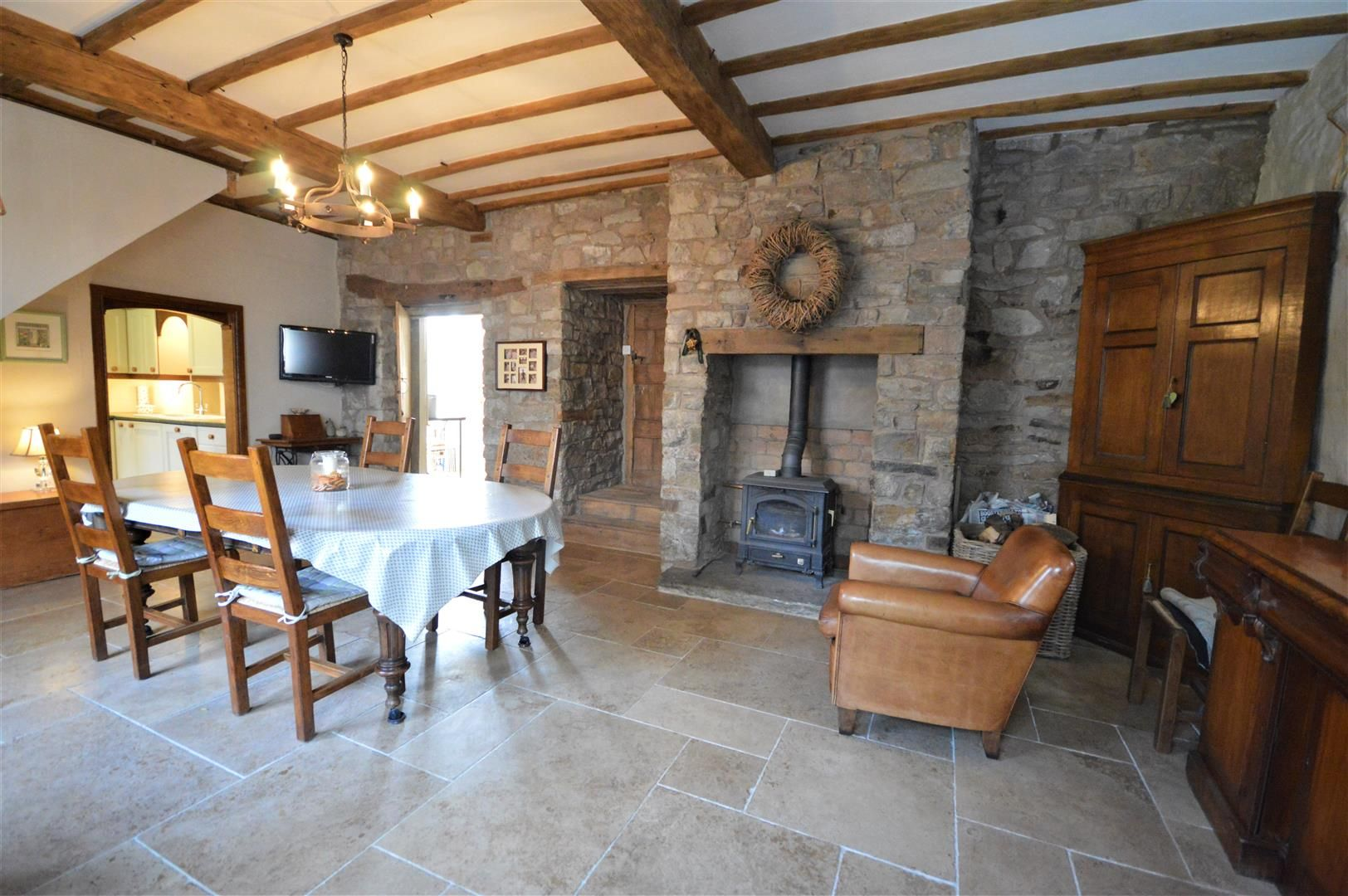 4 bed country house for sale in Lyonshall 8