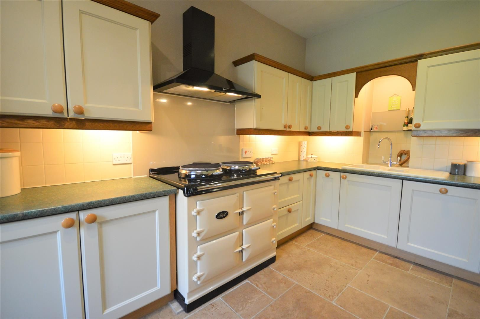 4 bed country house for sale in Lyonshall 9