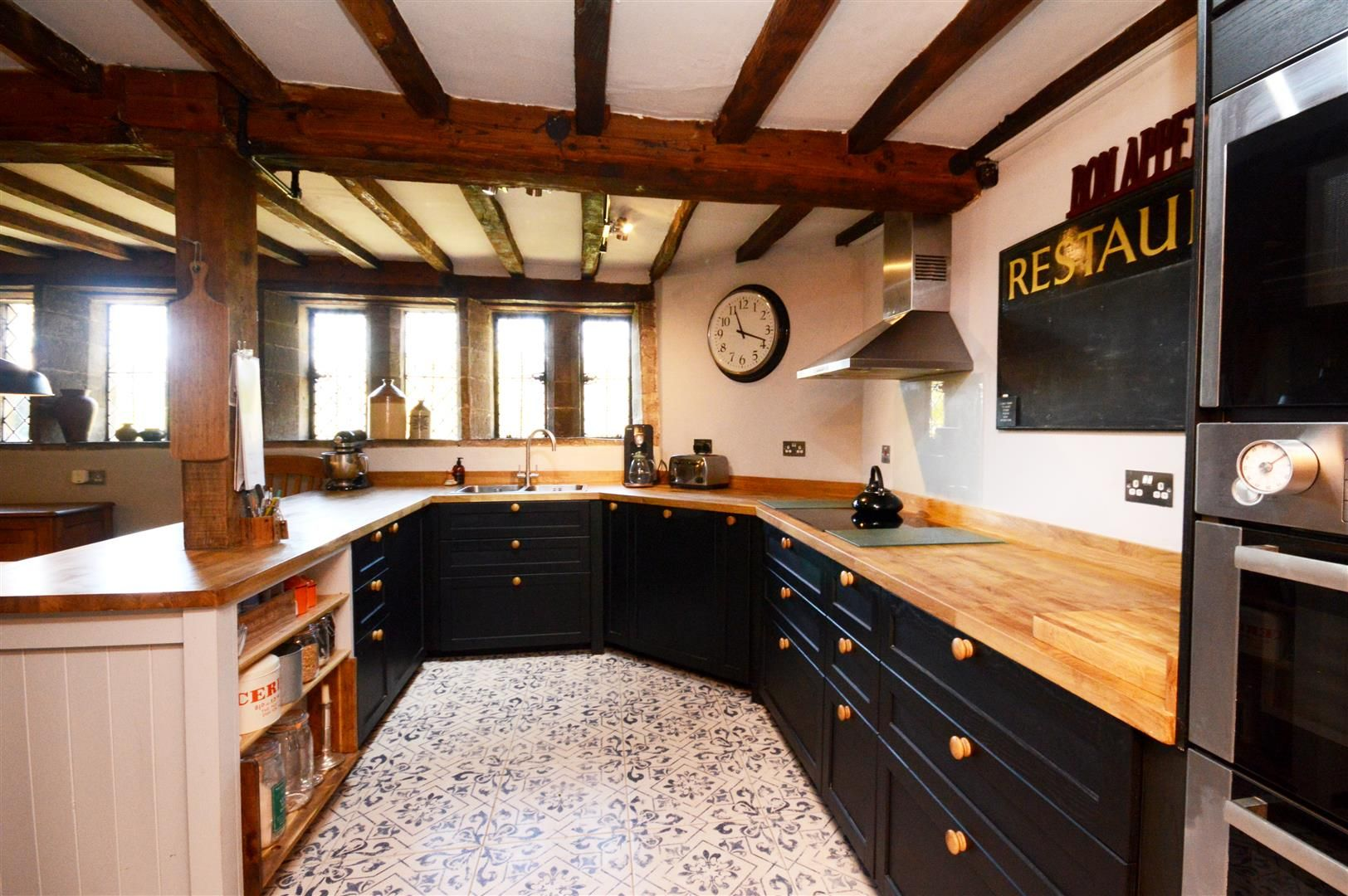 6 bed detached for sale in Wormsley 3