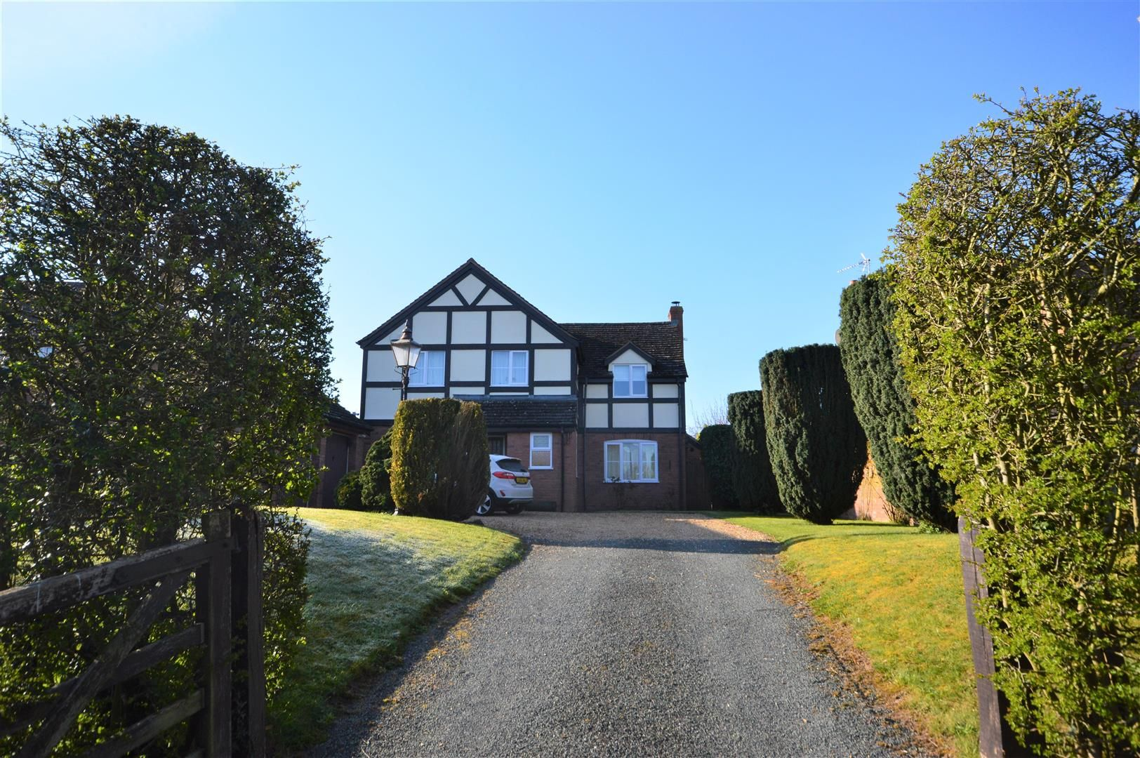 4 bed detached for sale in Monkland, HR6
