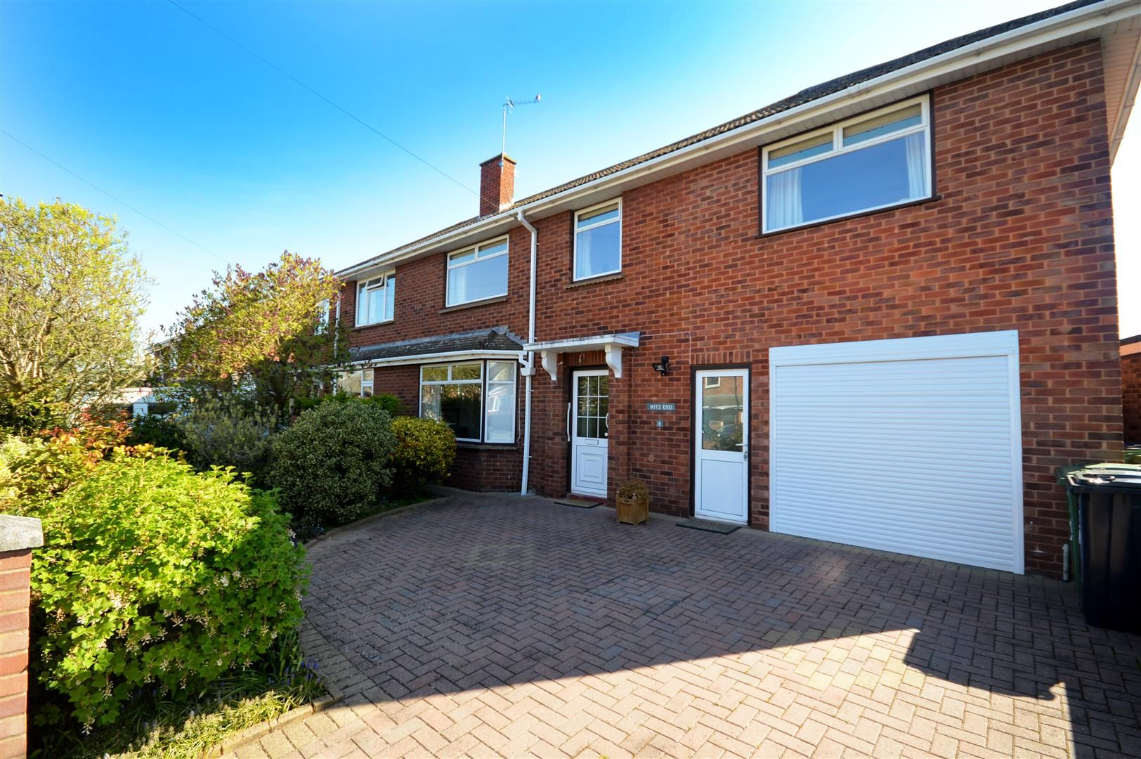 4 bed semi-detached for sale, HR1