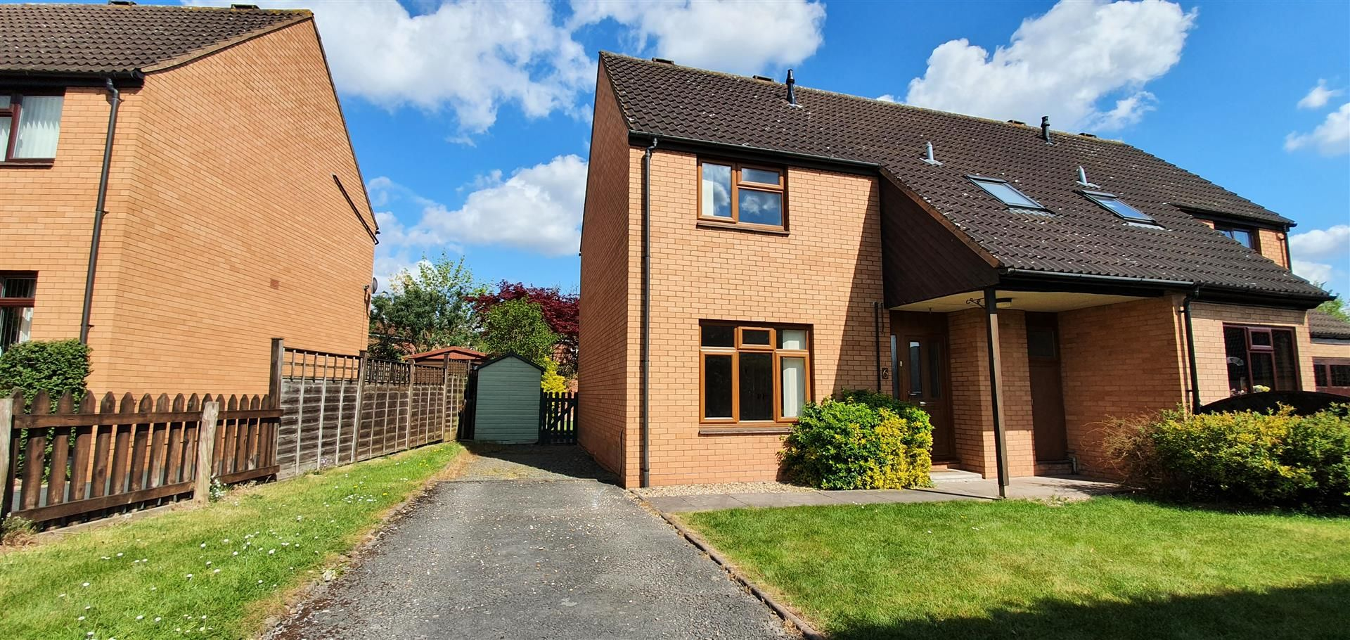 3 bed semi-detached to rent - Property Image 1