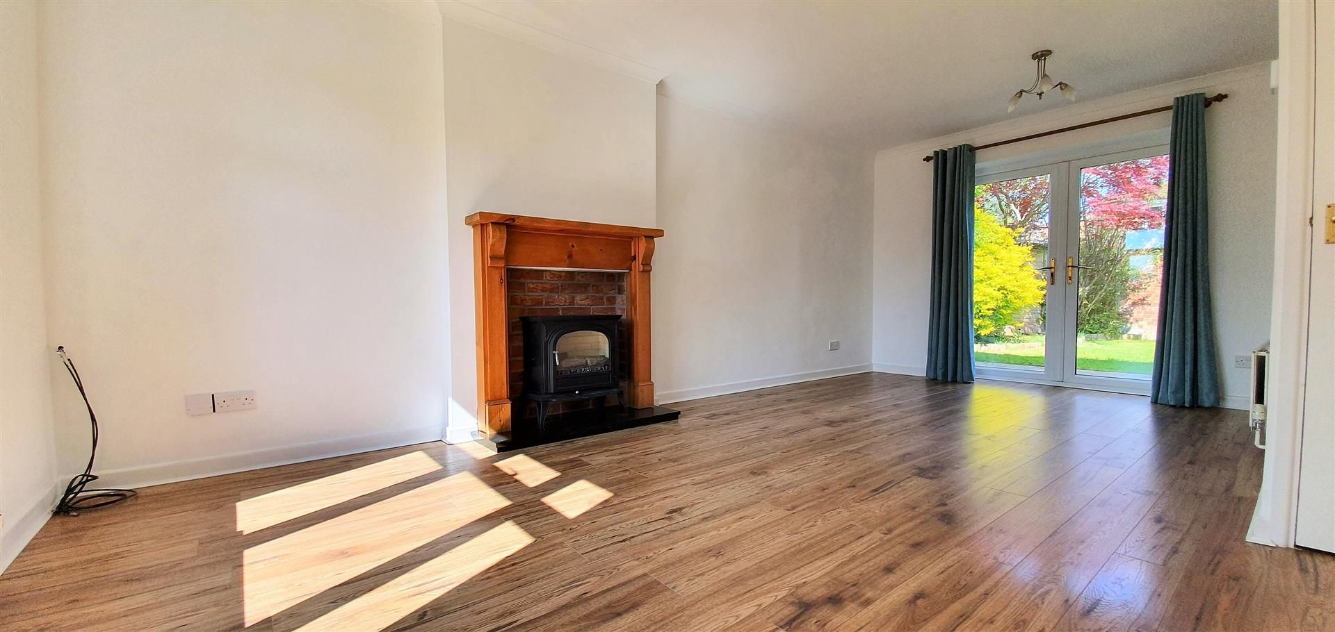 3 bed semi-detached to rent  - Property Image 2