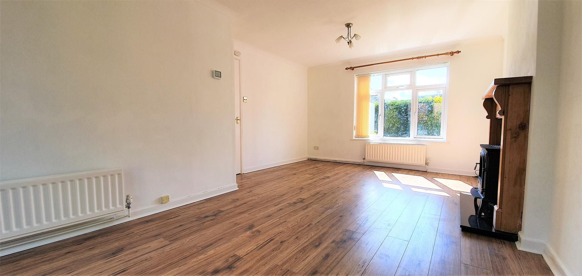 3 bed semi-detached to rent  - Property Image 3