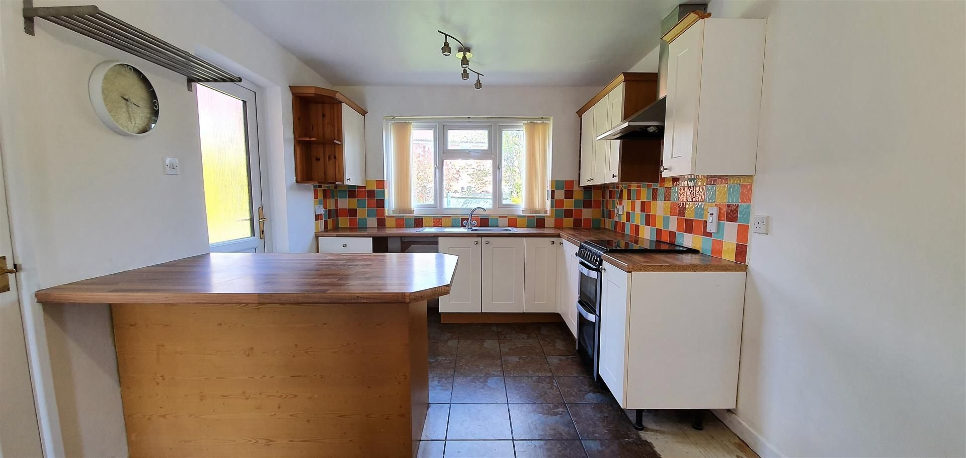 3 bed semi-detached to rent 4