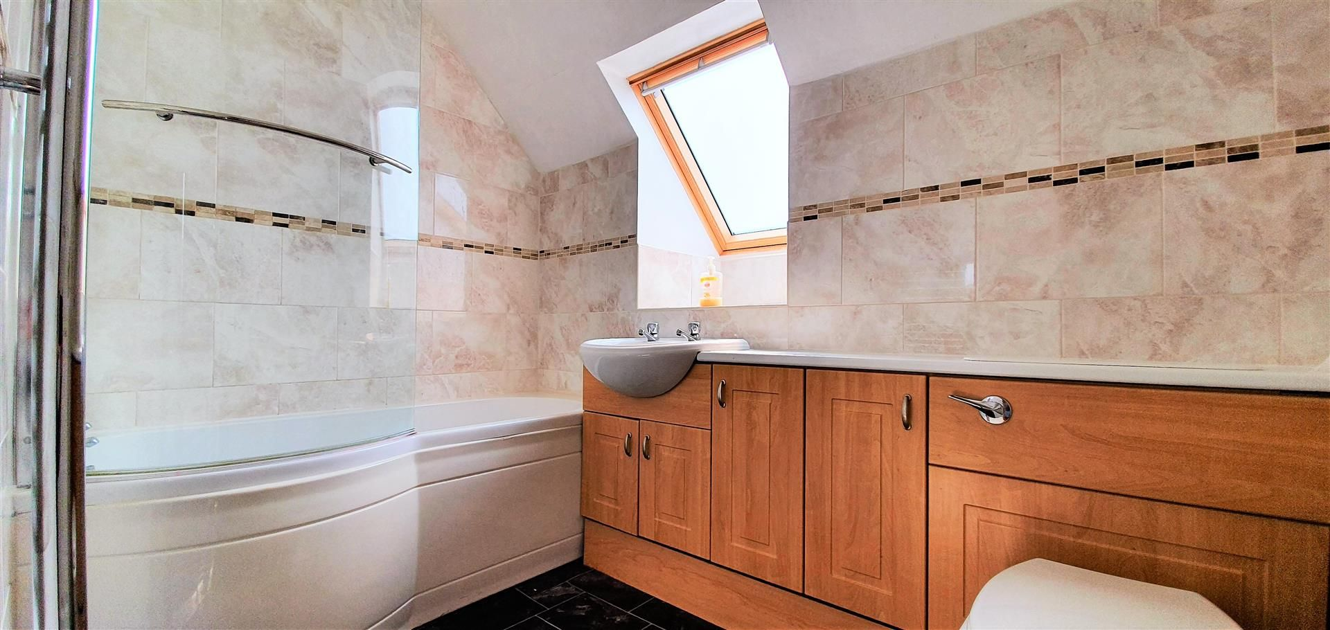 3 bed semi-detached to rent 8