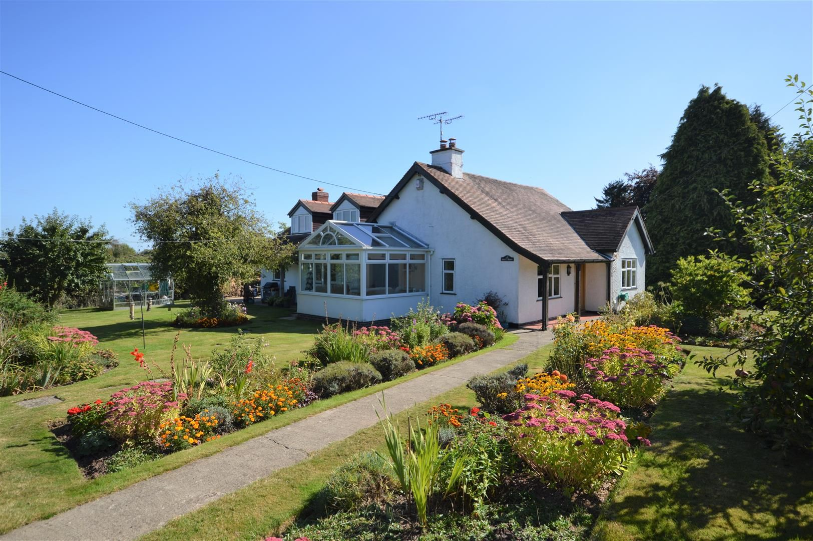 4 bed detached bungalow for sale in Dilwyn, HR4