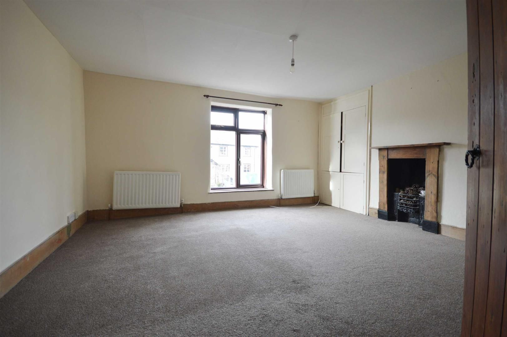 2 bed terraced for sale in Lyonshall 5