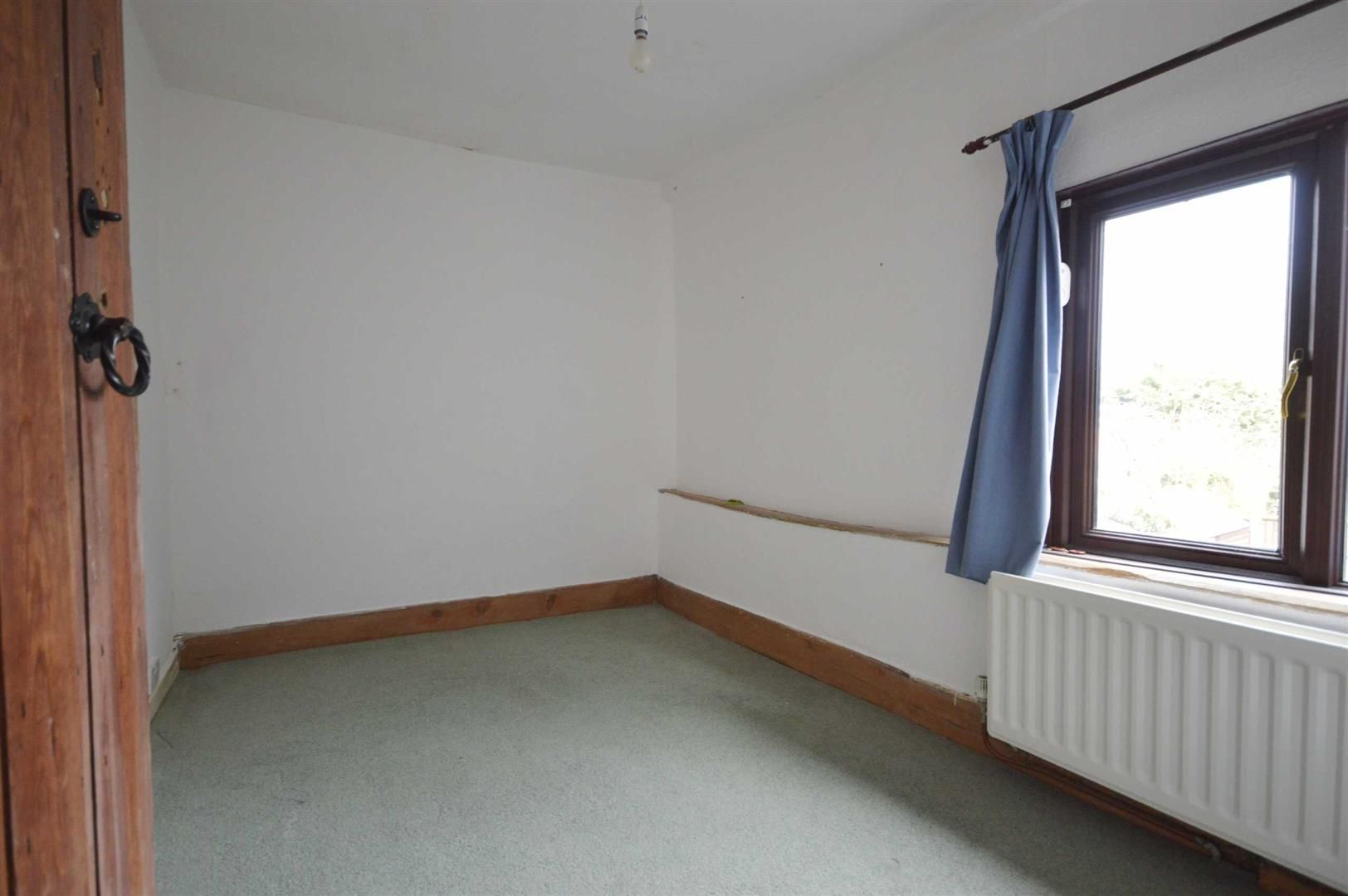 2 bed terraced for sale in Lyonshall 6