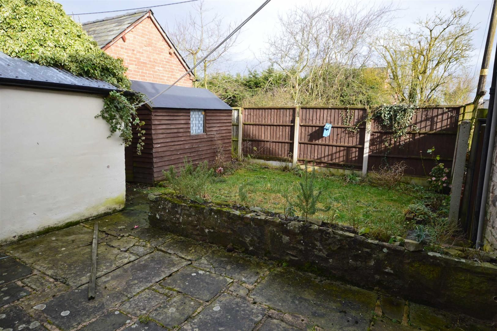 2 bed terraced for sale in Lyonshall 7