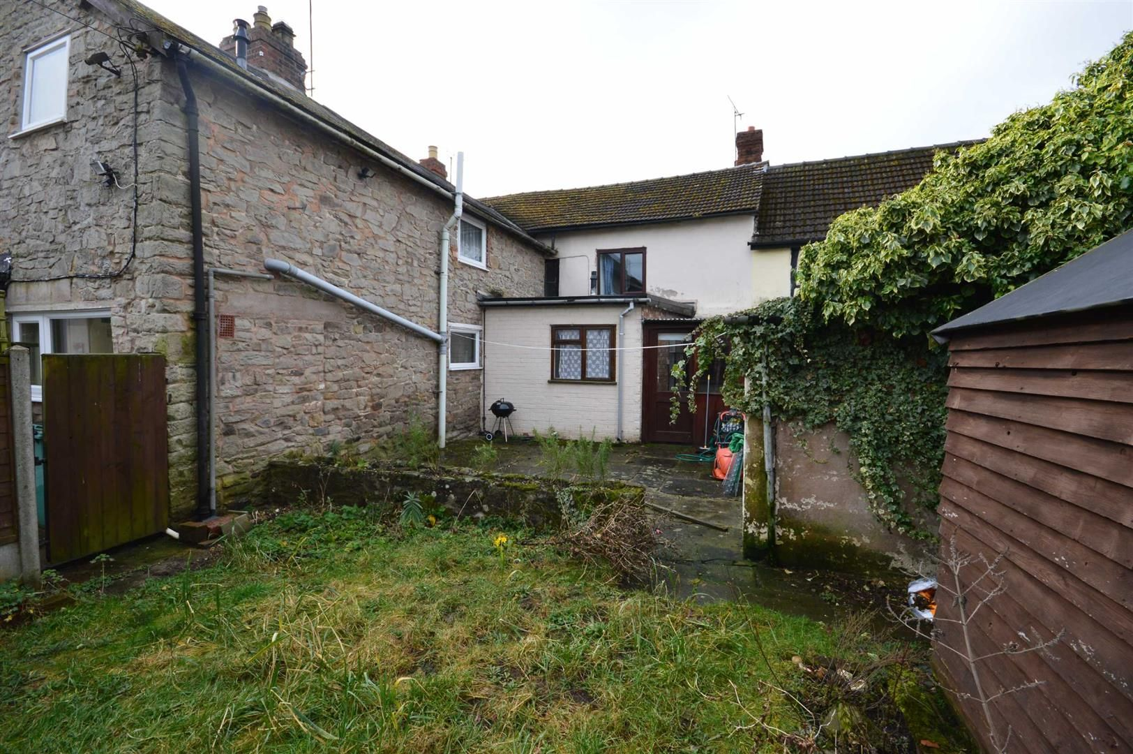 2 bed terraced for sale in Lyonshall 8