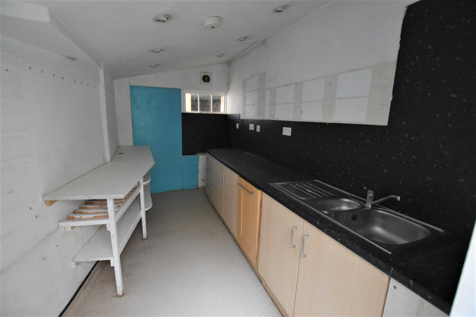 3 bed town house for sale in Leominster 5