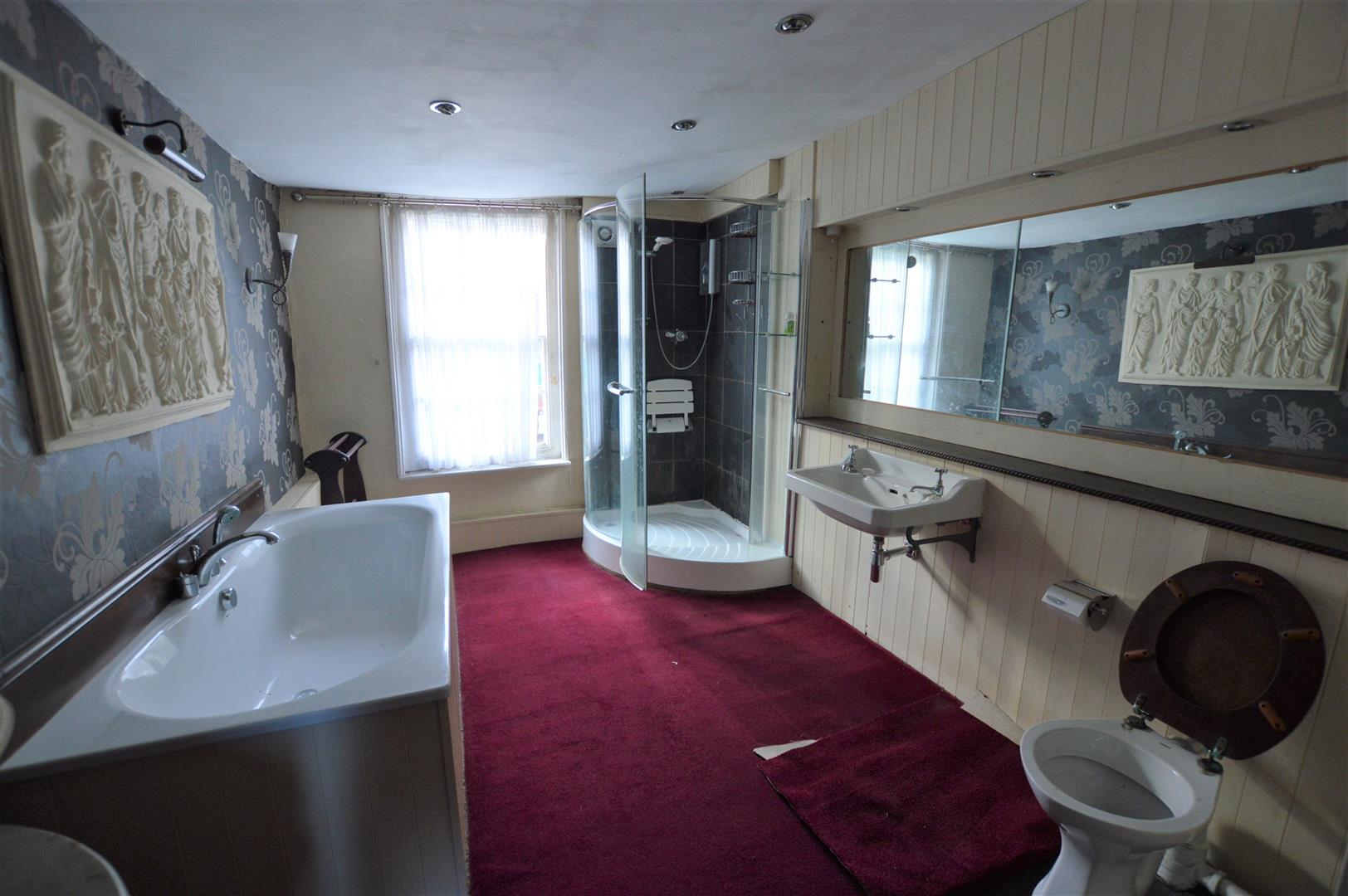 3 bed town house for sale in Leominster 10