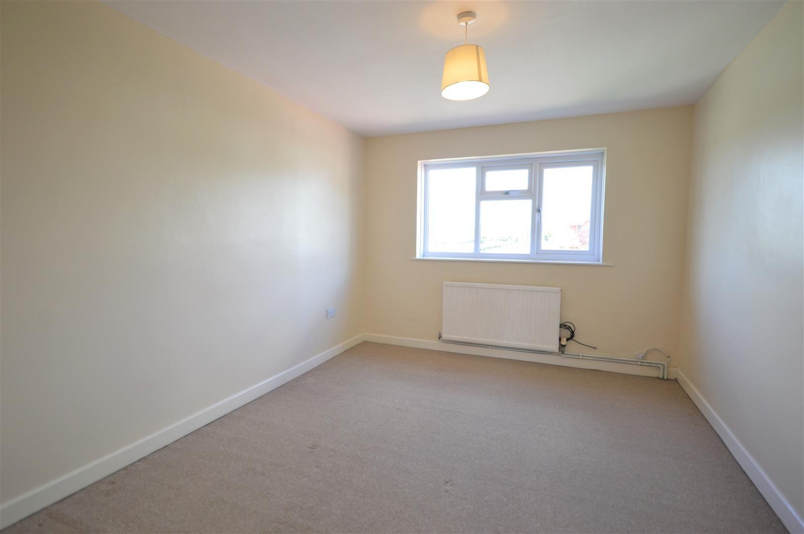 2 bed semi-detached for sale in Kingsland 6