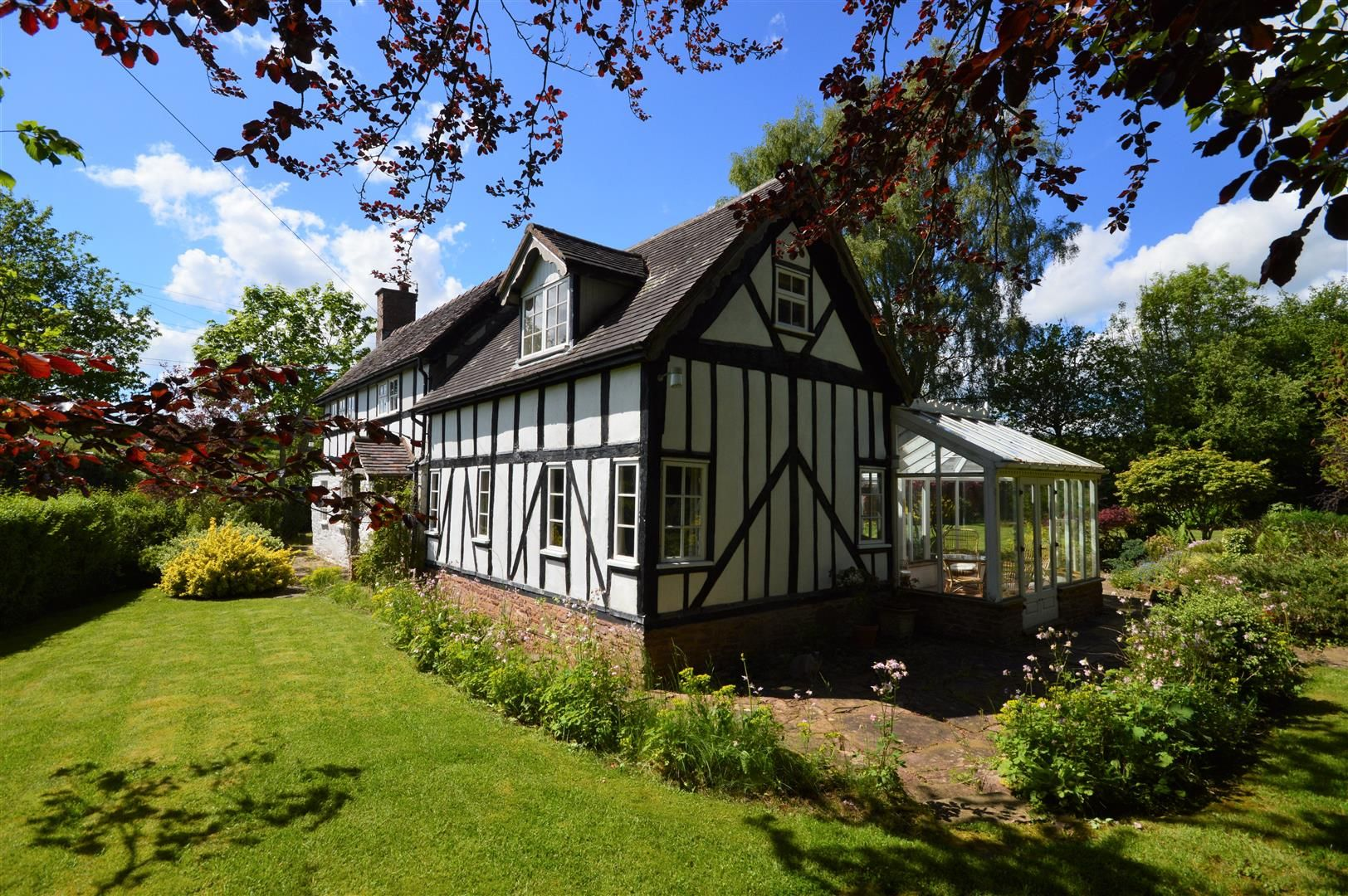 3 bed country house for sale in Kimbolton, HR6
