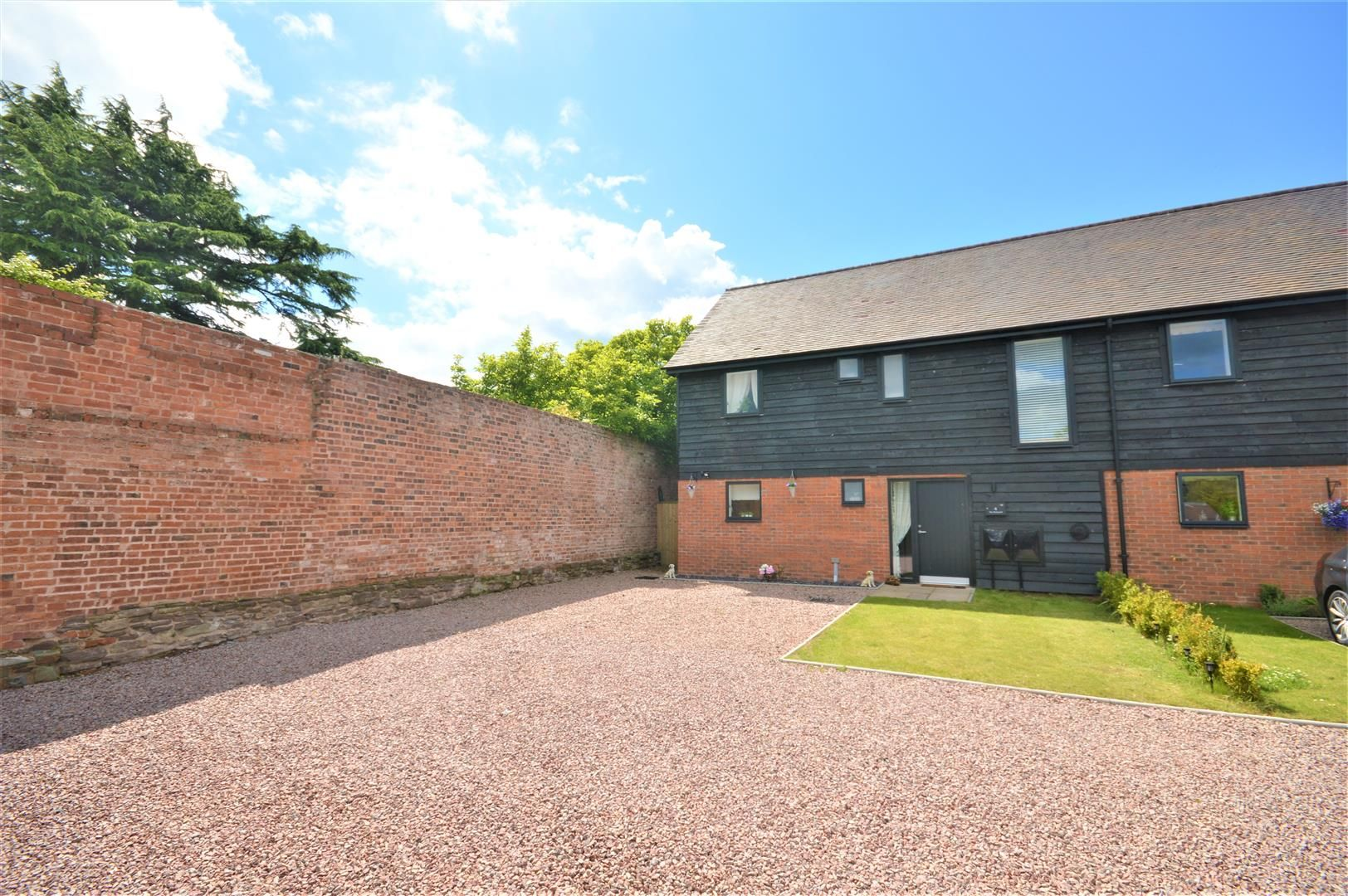 3 bed end of terrace for sale in Wellington, HR4
