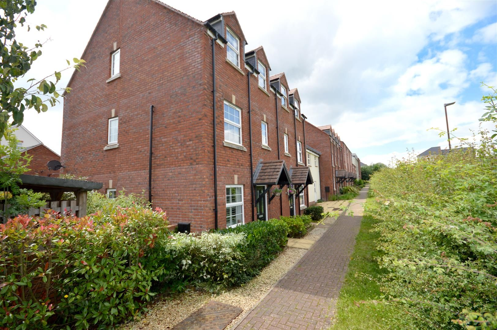 4 bed end of terrace for sale in Holmer, HR1