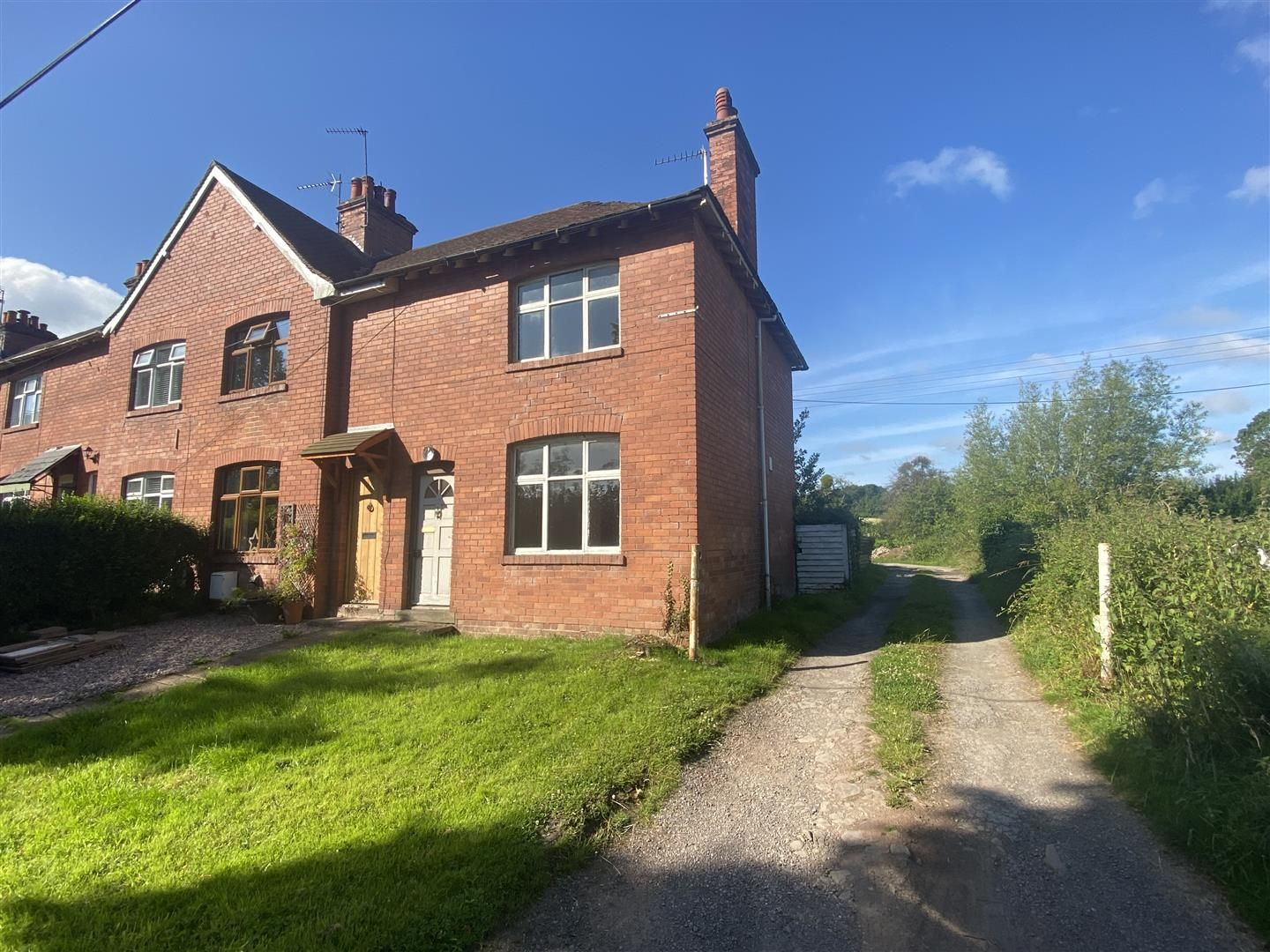 3 bed end of terrace for sale in Sutton St. Nicholas, HR1