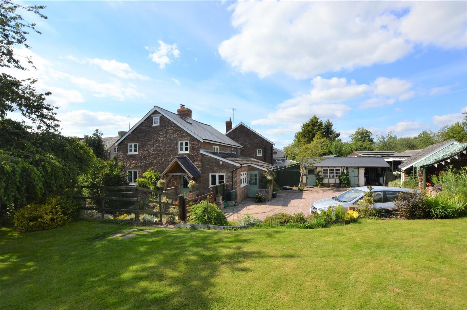 3 bed detached for sale in Brierley, HR6