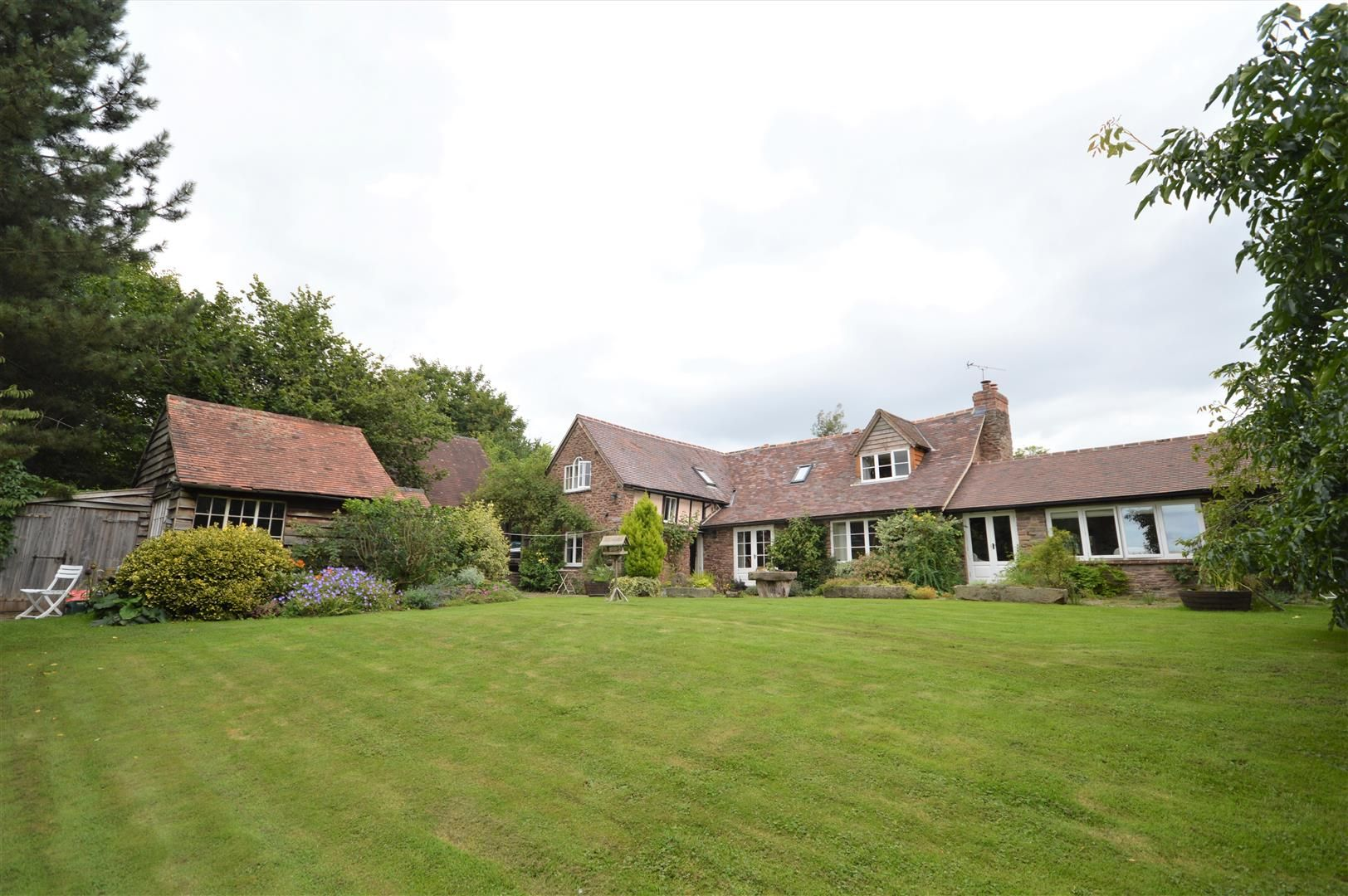 Country house for sale in Kimbolton, HR6
