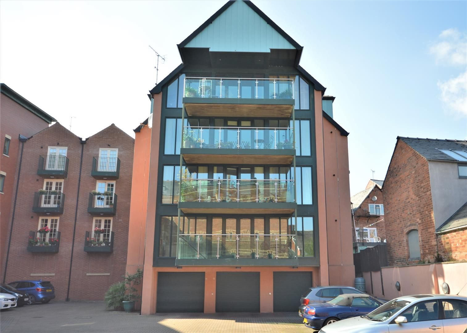 2 bed flat for sale, HR4
