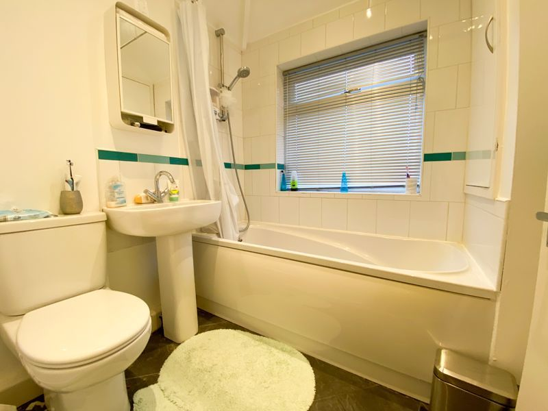 3 bed house to rent in Lyttleton Avenue 7