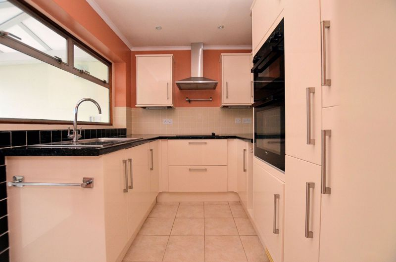 2 bed bungalow for sale in Woodbury Road 3