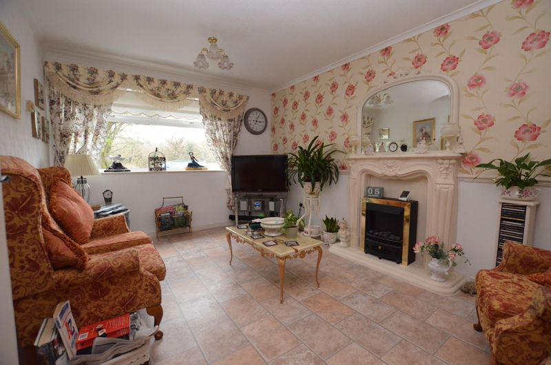 3 bed house for sale in Barn Piece  - Property Image 2