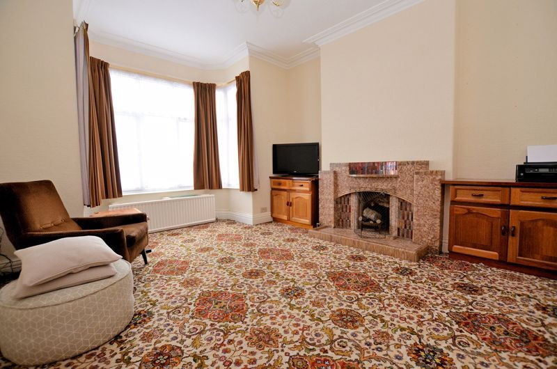 4 bed house for sale in Rathbone Road  - Property Image 2