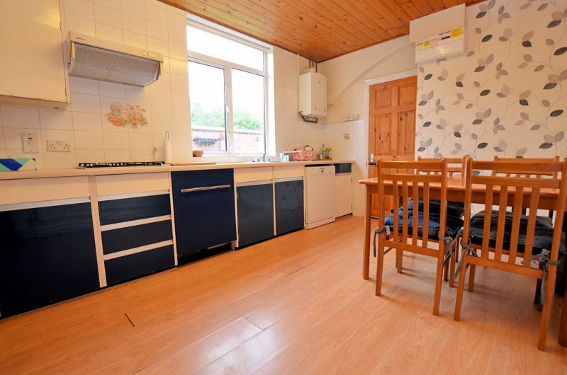 4 bed house for sale in Rathbone Road  - Property Image 4
