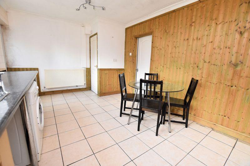 3 bed house to rent in Mavis Gardens 2