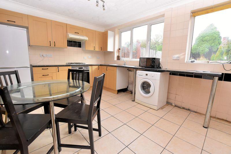 3 bed house to rent in Mavis Gardens 7