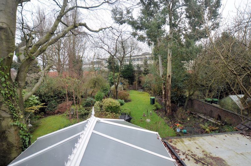 4 bed house for sale in West Park Road 11