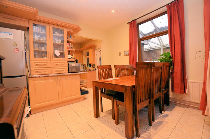 4 bed house for sale in West Park Road  - Property Image 4