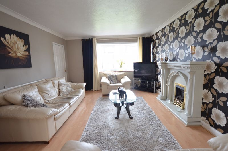 3 bed house for sale in Roundhills Road  - Property Image 2