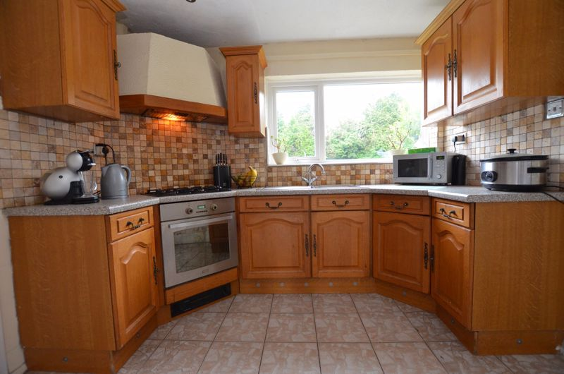 3 bed house for sale in Roundhills Road 4
