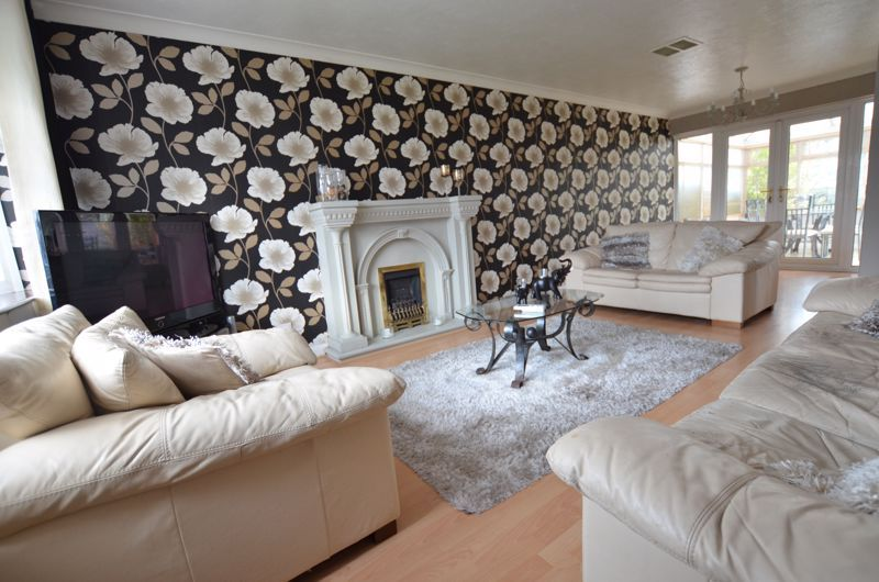 3 bed house for sale in Roundhills Road 9