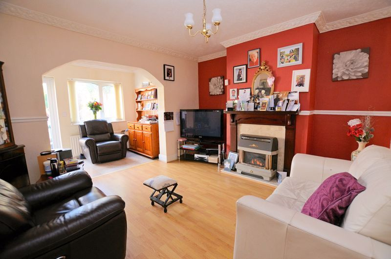 4 bed house for sale in Stanley Road  - Property Image 2