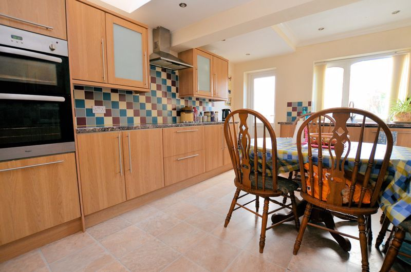 4 bed house for sale in Stanley Road 15