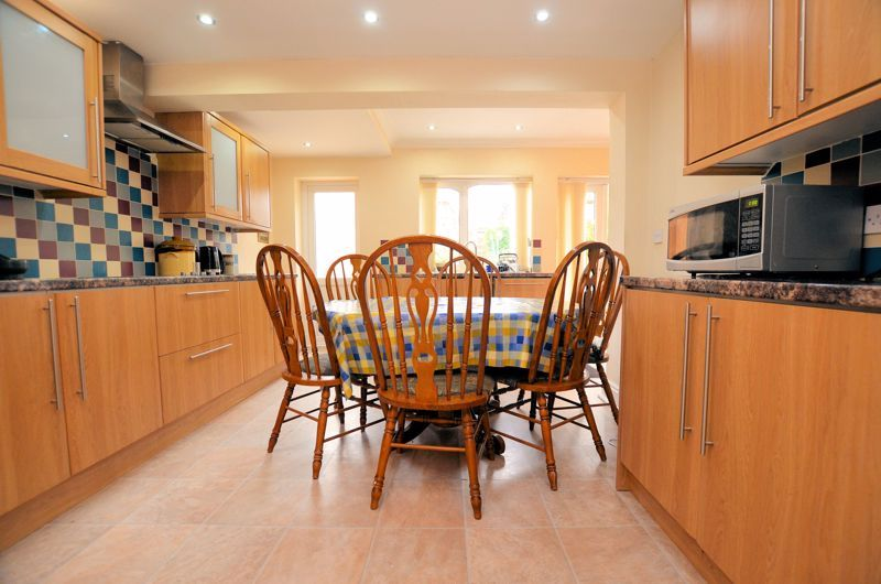 4 bed house for sale in Stanley Road  - Property Image 3