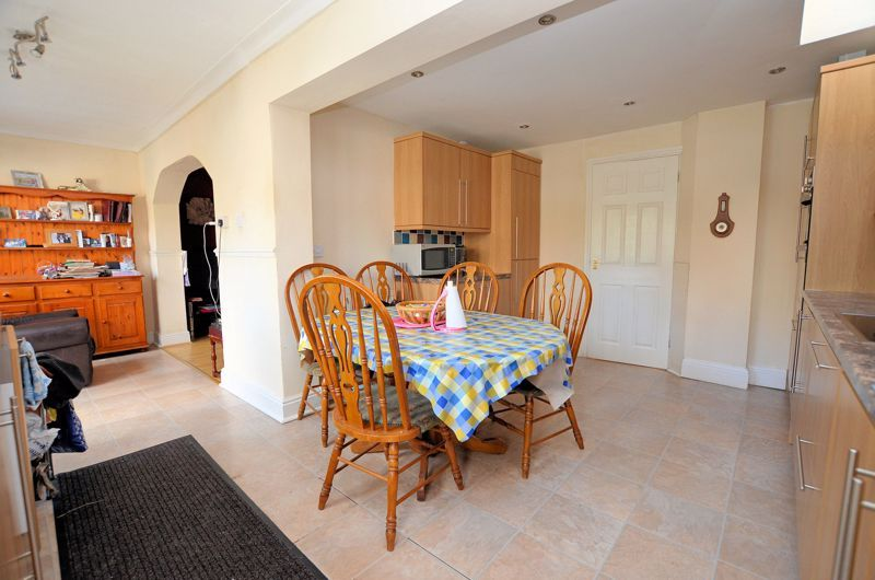 4 bed house for sale in Stanley Road 4