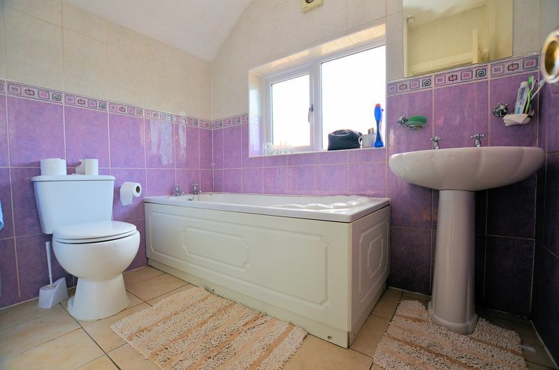 4 bed house for sale in Stanley Road 7